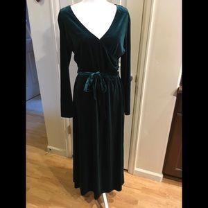 Long sleeve full velvet green winter holiday dress